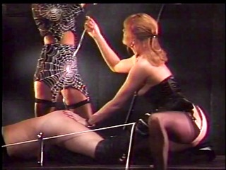 lesbo threeosme in the bdsm action