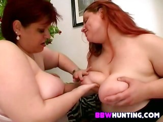 lesbian plumpers toying pussy